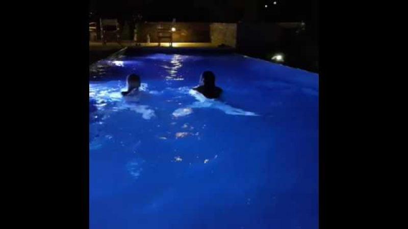 Василиса Володина показала страсть с супругом в бассейне
