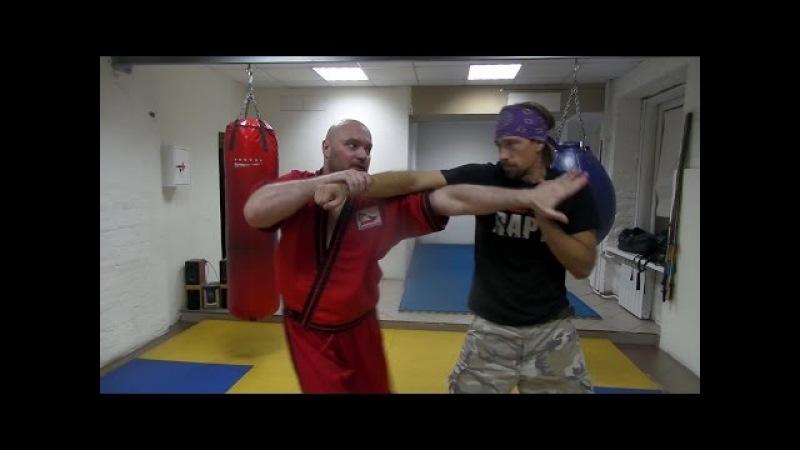 Самооборона Панантукан - метод контроля руки, во время атаки противника.