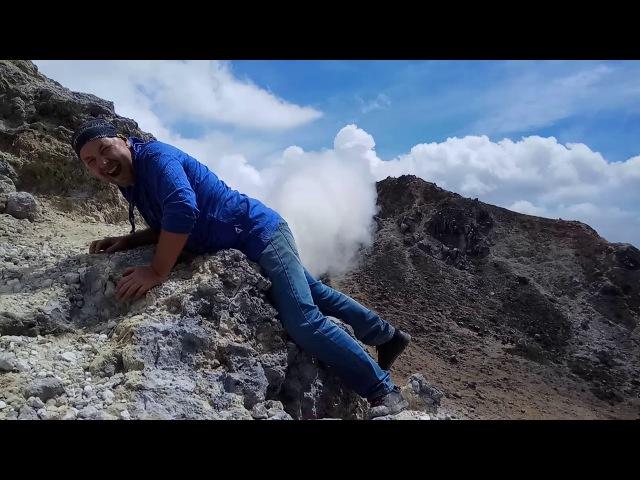 Вулкан Сибаяк. Классическая шутка. Суматра. Индонезия.