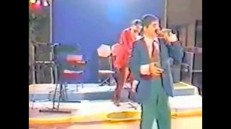 Армянские парни поют российские песни без акцента и с приплясом )