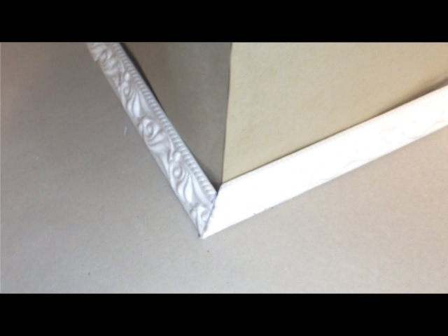 Как правильно вырезать внешний (наружный) угол на плинтусе или багете, без приспособлений
