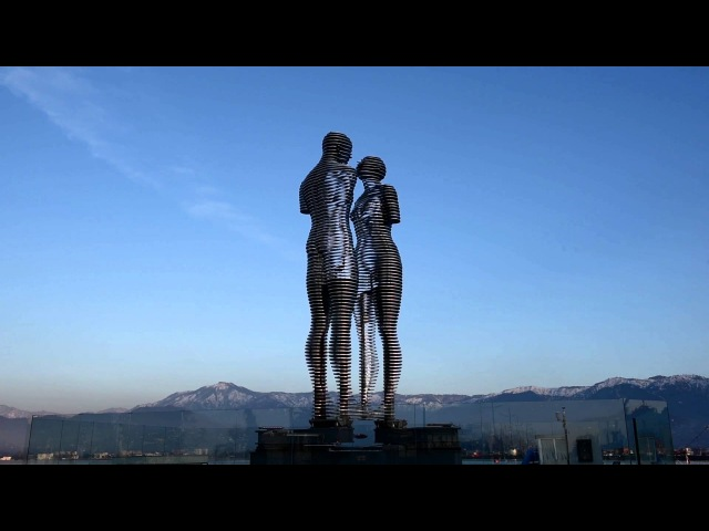 Ali and Nino, Man and Woman, the Statue of Love sculpture in Georgia