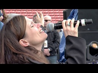 A Messianic Jewish Woman Sings Shema Yisrael & Shouts Hosianna @ Azusa Now