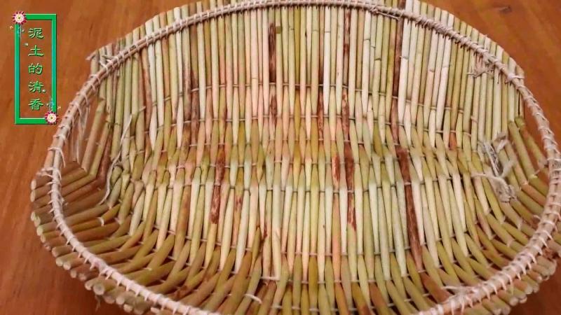 СЕЛЬСКАЯ МАМА ''НунЦунь МаМа''. Производство изделий из соломки. Изготовление круглых подносов-подставок, овальной хлебницы-корз