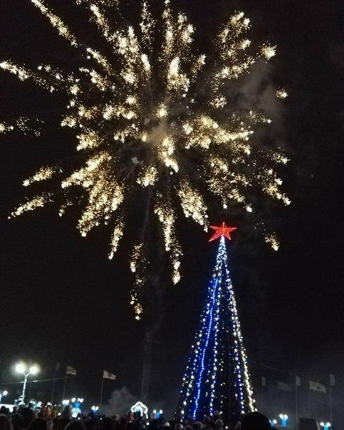 Зажжение главной ёлки Могилёва)    Фото: alvarda__kachura
