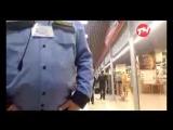 спор охранника и покупателя в магазине