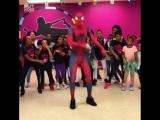 Человек-паук отрывается