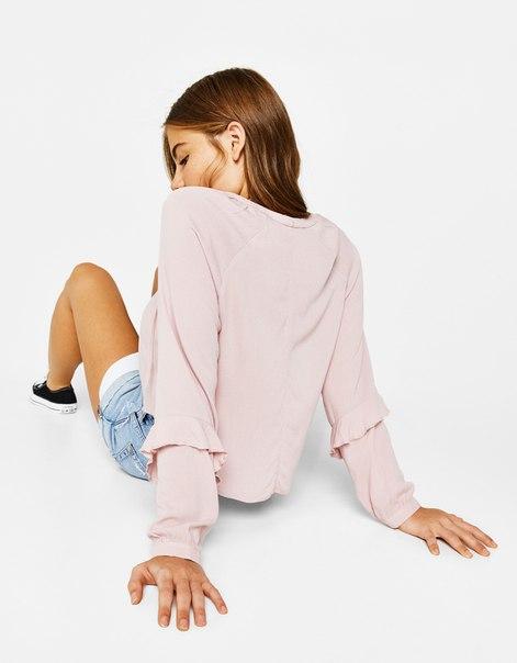 Блуза с принтом и воланами на рукавах