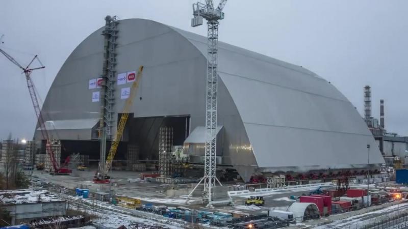 Установка защитного купола над чернобыльской АЭС. Чернобыльский саркофаг