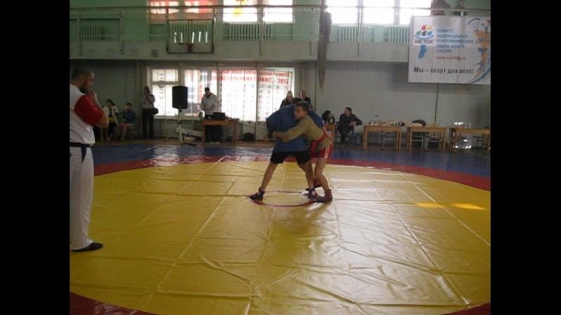 MVI_1543[1]Первенство области по самбо 17 февраля Михаил Сушков спортклуб КОНДОР оттачивает свое мастерство.Первая победа.