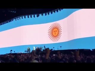 Солист рок-группы U2 произнёс тост за Месси