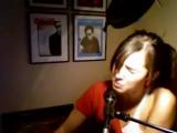 Девочка поёт Apologize!Очень круто!