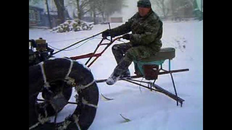 самодельный мотоблок зимой.