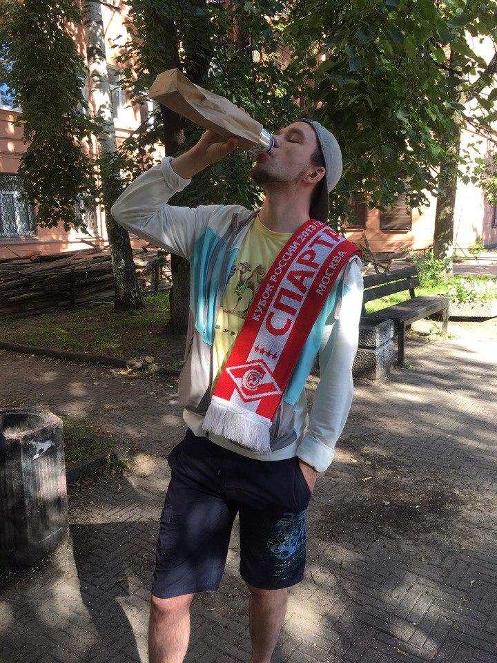 Костя Бондаренко и его маленькие слабости