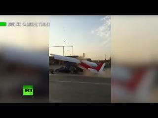 Самолёт врезался в автомобиль на трассе в Чечне