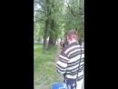 Дочь на пони катается