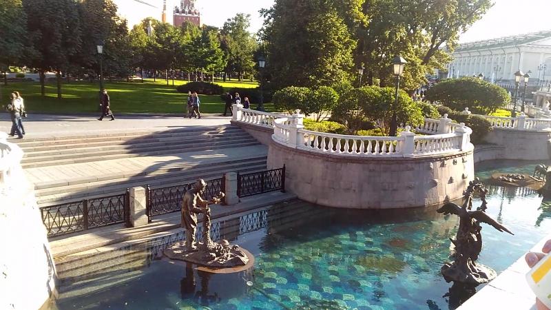 Манежная площадь фонтан вид на Александровский сад
