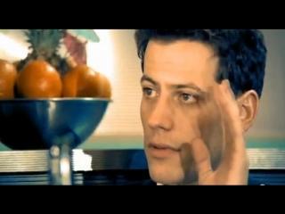 Йоан Гриффит в клипе Westlife - Uptown Girl (2000)