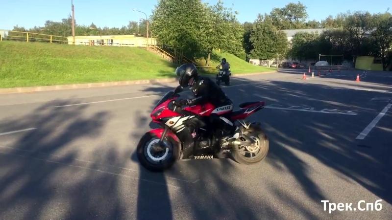Разворот с газом на мотоцикле Yamaha R6
