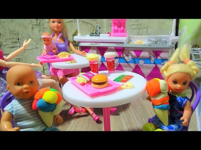 Самое крутое мороженое Макс и Катя в кафе Барби. КАТЯ И МАКС ВЕСЕЛАЯ СЕМЕЙКА