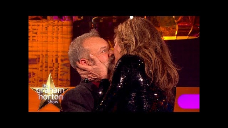 Allison Janney Demonstrates Meryl Streep's Secret Kissing Technique | The Graham Norton Show vk.com/topnotchenglish