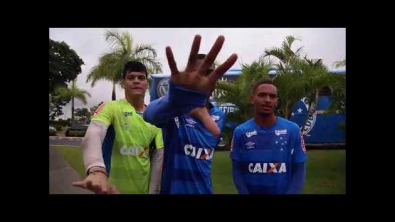 Resenha em espanhol - La Banda e jogadores do time Sub-20 do Cruzzeiro