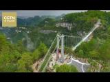 В горах Юнтайшань провинции Гуйчжоу открыли первый стеклянный мост