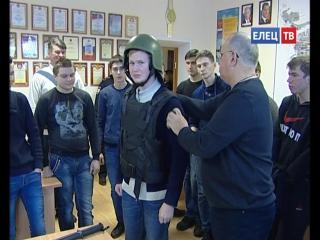 Знакомство со спецсредствами и историей: елецкие студенты побывали на экскурсии в елецкой полиции