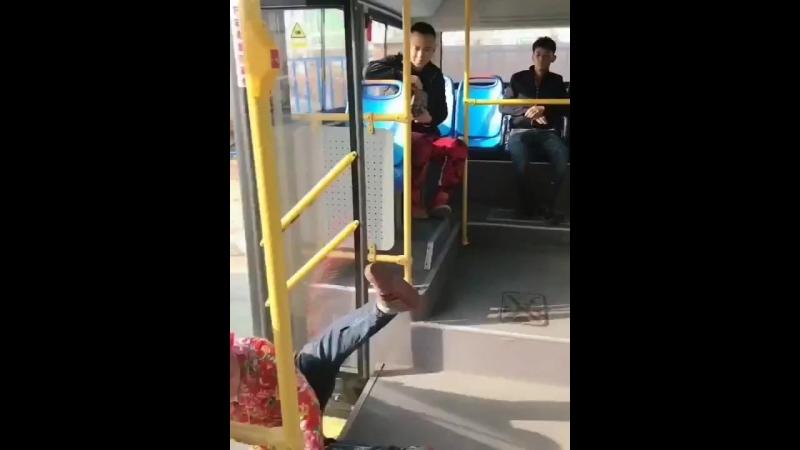 В автобусе не пугай людей!
