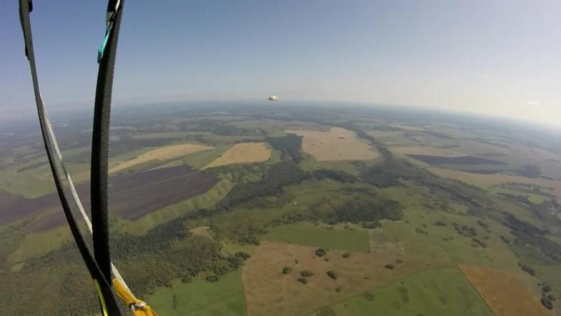 Прыжки с парашютом с Ан-2 Рядом прошёл парашютист на учебном парашюте Д1-5-У Мой парашют-крыло Лесник-3 Высота 1300 метров