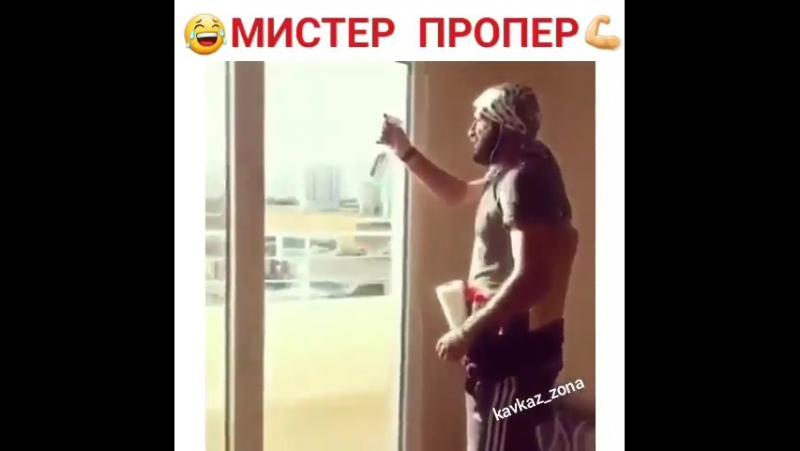 zadnitsi-zrelih-parodiya-na-reklamu-mister-proper-porno-mayachkah