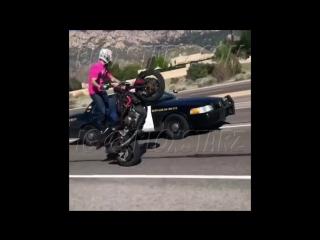 Motorcycle VS Cops WILDEST Police Chase Cop Pulls PIECE On Biker Riding Wheelie 2017