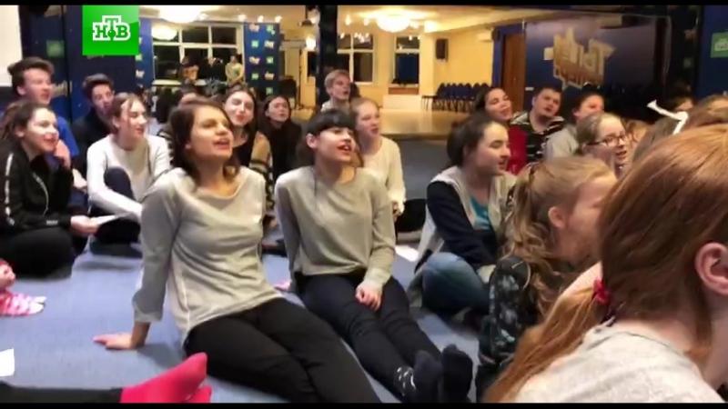 Жизнь на базе ТыСупер: участники поют песню Батарейка