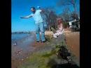 Да идите вы со своей рыбалкой девочка испугалась пойманной ей рыбы