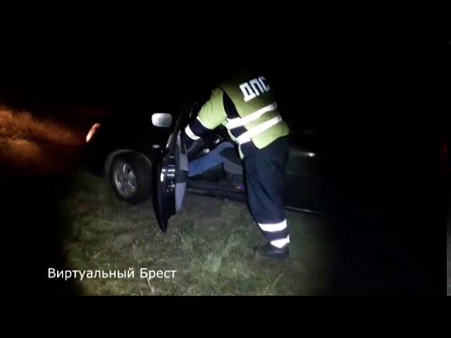 Как спасали автомобиль, скатившийся в обводной канал Брестской крепости