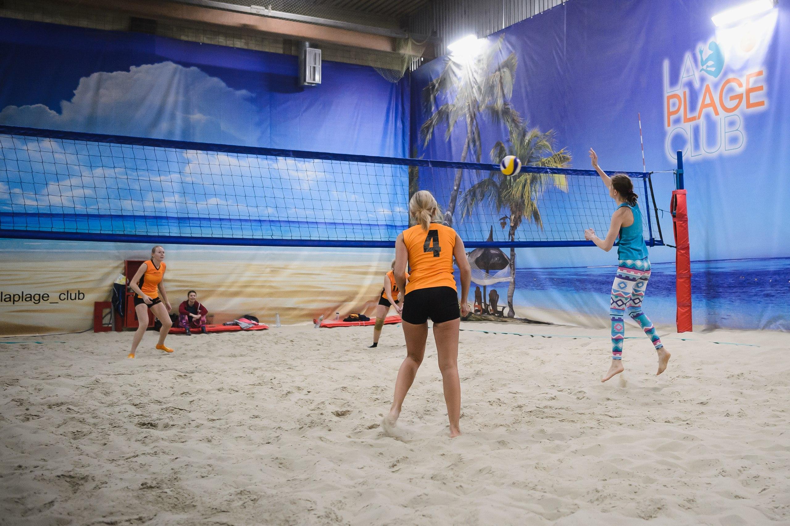 пляжный волейбол в центре пляжных видов спорта