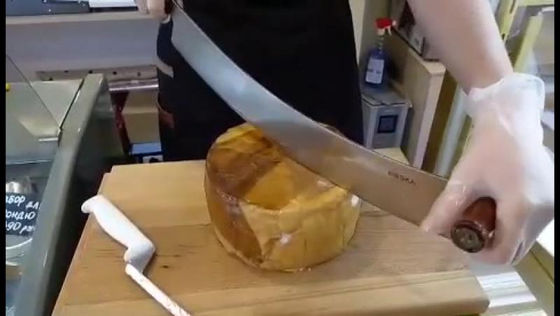 Овечий сыр выдержанный в жиру