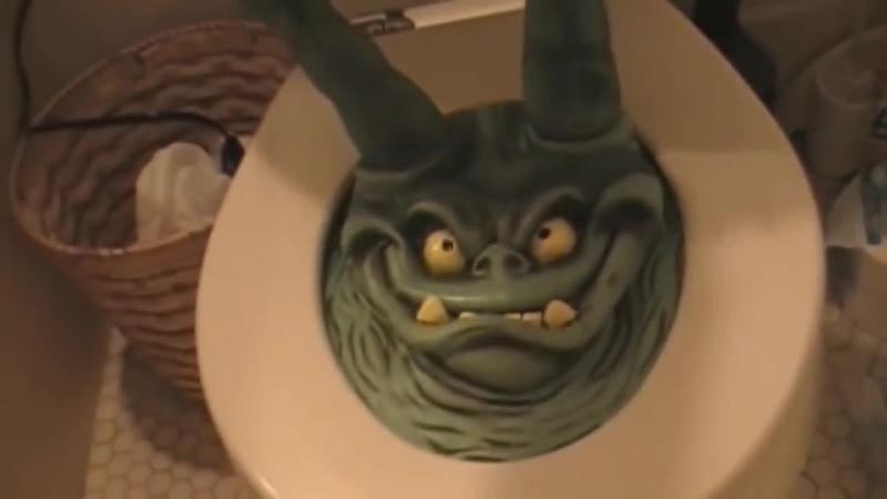 Розыгрыши над людьми в туалете, в ванной! Жестокие шутки. Смешные приколы