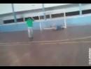 Физрук учит стоять на воротах