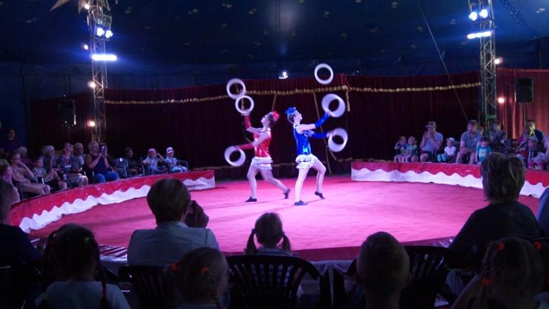 Жонглеры Анастасия Целковская Вероника Титова, детский образцовый цирковой коллектив Пилигрим