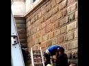 Безбилетник повис на заборе на Белорусском вокзале