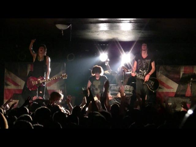 2010.06.01 Asking Alexandria - Hiatus (Live in Milwaukee,WI)