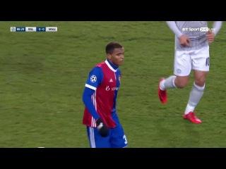 Manuel Akanji vs Man United (H) 17/18