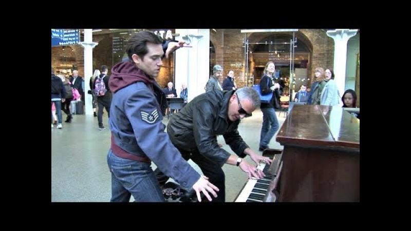 Extreme Piano Skills Astonish Passengers at the Station