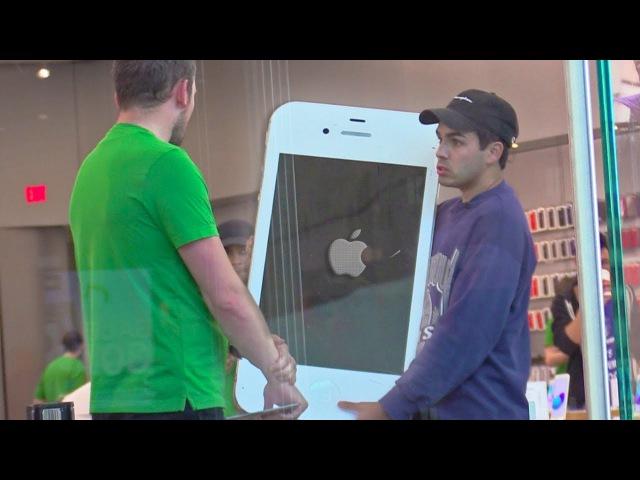 Гигантский iPhone в магазине Apple