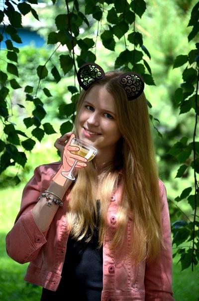 Лера Шаронова