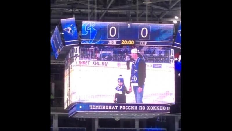 Denis_Nikiforov40- Денис Никифоров с сыном на льду, первое выбрасывание