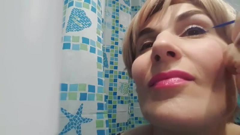Ржу не могу😂😂😂 Никогда не думала, что сделаю это😎 Нашла самый симпатичный уголок в своей ванной и сняла короткий ролик ( включи