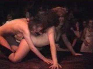 Как отдыхают ваши жены в стриптиз клубах (стриптиз, russian amateur, sexwife, раздел на публике, Голодная утка)