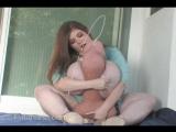 Futanaria.com Сисястая Josie Jumboner (aka Anorei Collins, Lexxxi Luxe) дрочит своими сиськами огромный резиновый член